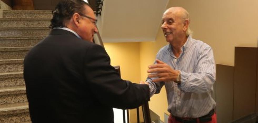 Julio Scheilch, Luis Puebla y Tamargo ultiman los detalles de la compra-venta del Real Avilés