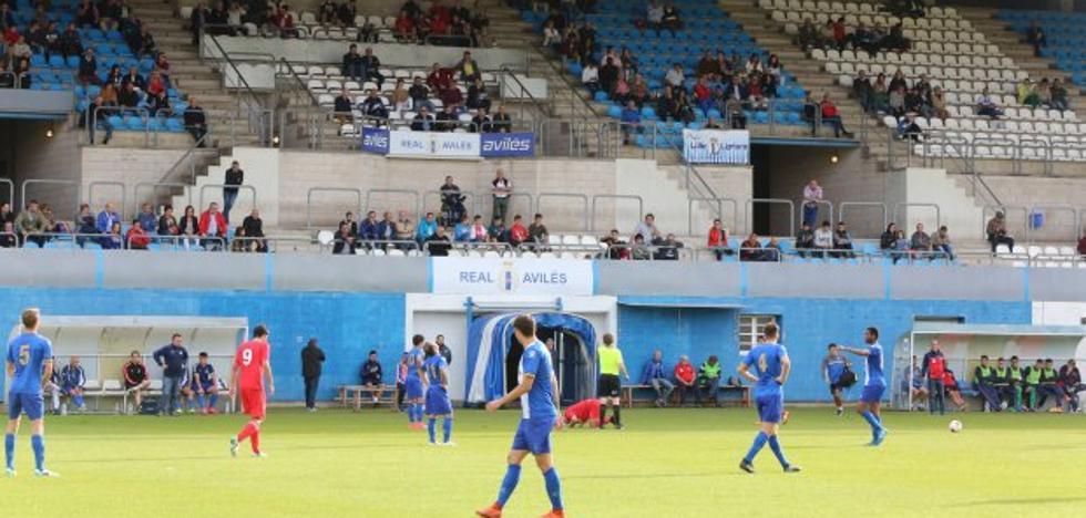 Menos de cuatrocientos aficionados en el estadio