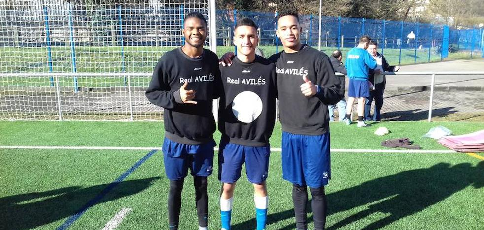 Tres jóvenes colombianos llegan a prueba al Real Avilés