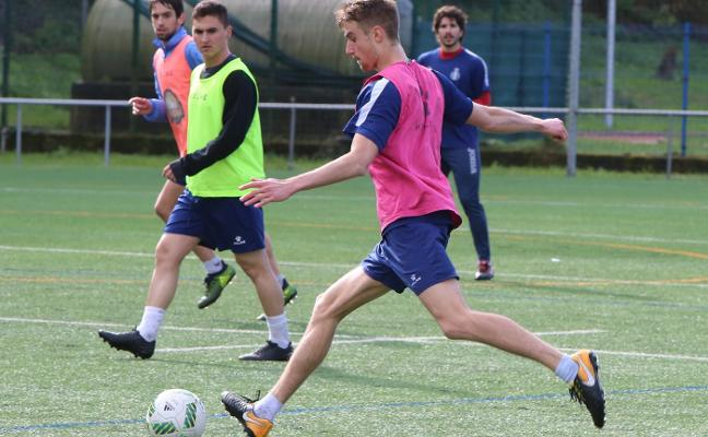 Real Avilés | Xiel multiplica sus pruebas para dar al equipo más consistencia defensiva