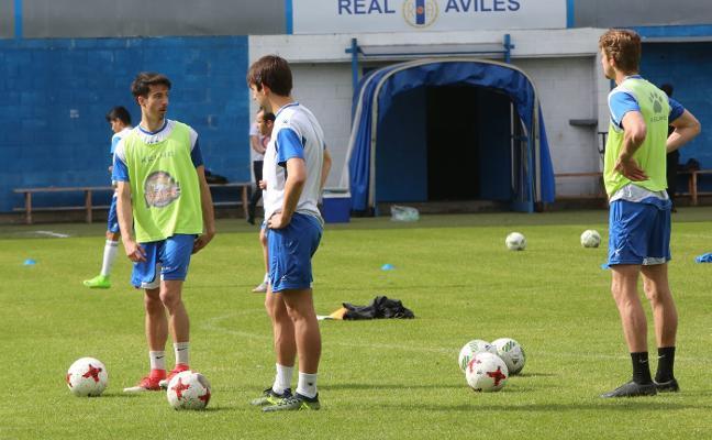 Manolo Fernández ensaya con cuatro defensas