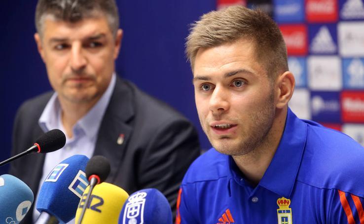 Presentación de Matej Pucko como nuevo jugador del Real Oviedo