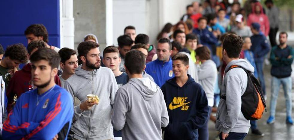 Agotadas las 235 entradas que el Real Oviedo puso a la venta esta mañana
