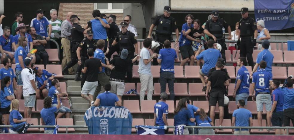 Un grupo de aficionados azules, expulsado