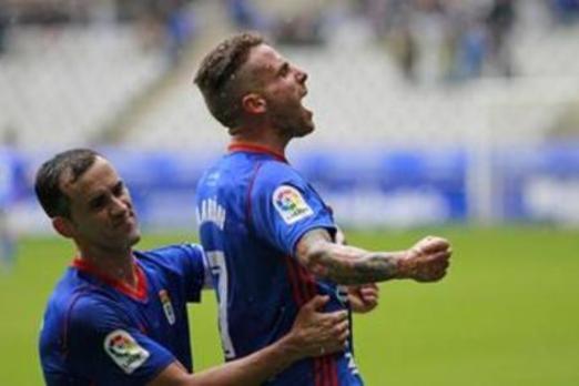 El Real Oviedo reacciona para arrollar al líder