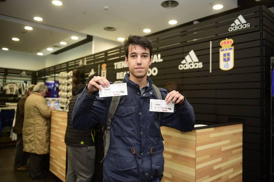 Colas para conseguir entradas para el Vallladolid-Real Oviedo del sábado