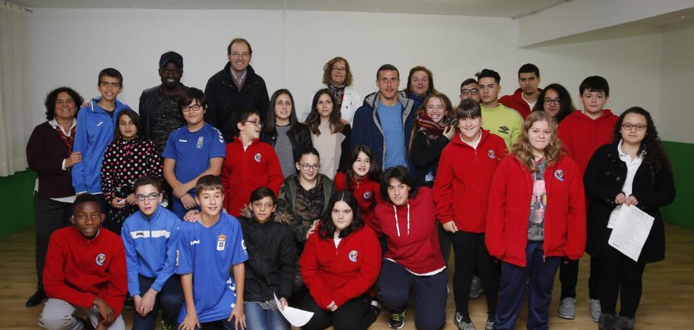 Los alumnos del Sagrada Familia vibran con la visita azul