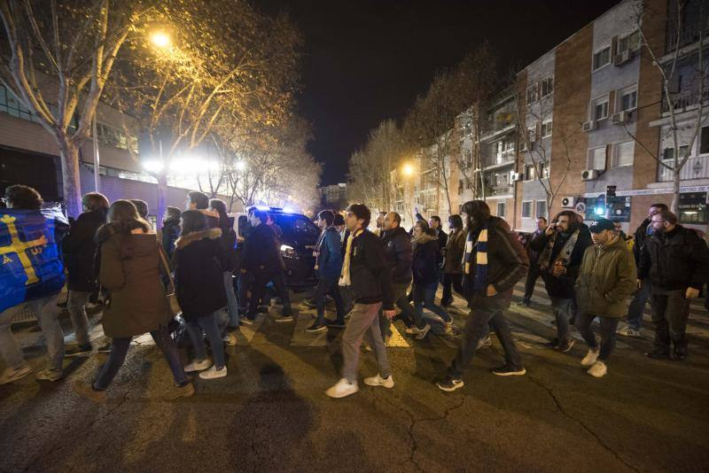 La afición oviedista respalda a los azules en Madrid