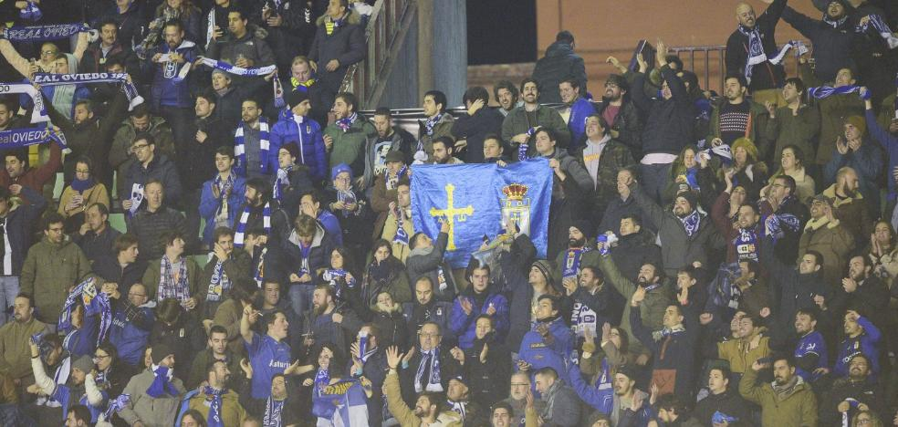 Real Oviedo | Vallecas también se tiñó de azul
