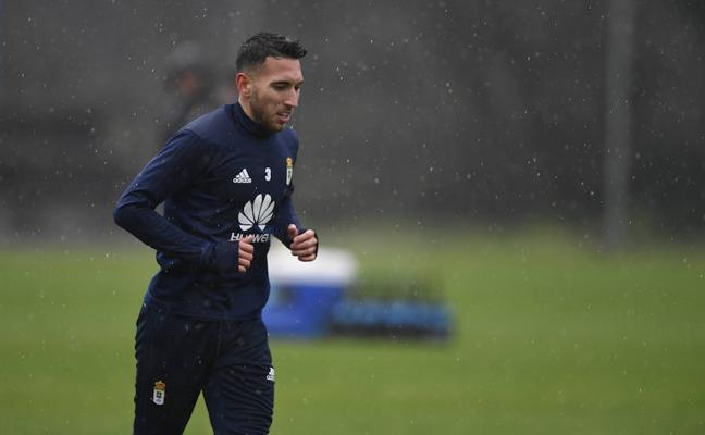 Real Oviedo | Varela es duda debido a una gripe que le impidió entrenarse