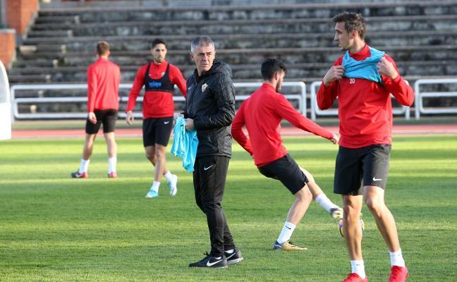 El Real Oviedo y el Almería miden sus dispares rachas en casa y a domicilio