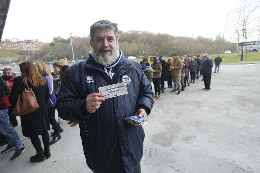 Largas colas para las entradas del derby Real Oviedo-Sporting