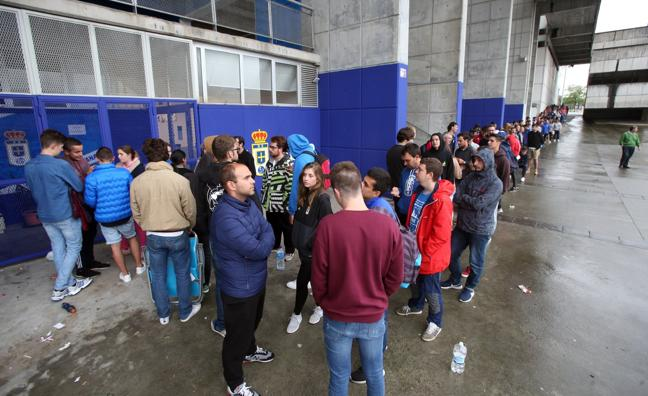Los abonados del Real Oviedo no pagarán por presenciar el derbi