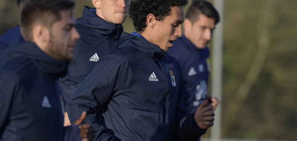 El delantero Steven se incorporó a los entrenamientos del Real Oviedo