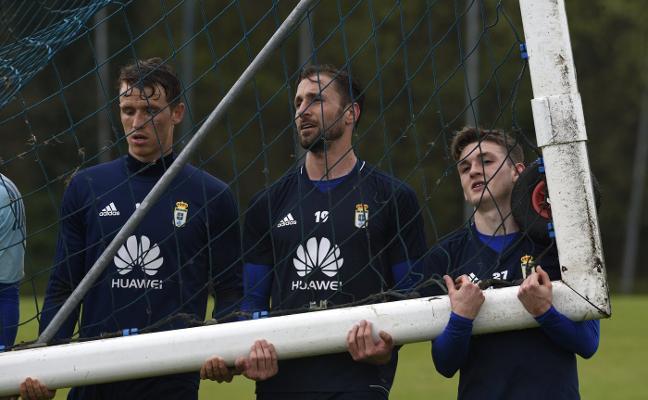 La plantilla del Real Oviedo vuelve al trabajo con la mirada puesta en el Nástic