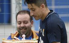Una tarta para celebrar los 32 años de Saúl Berjón