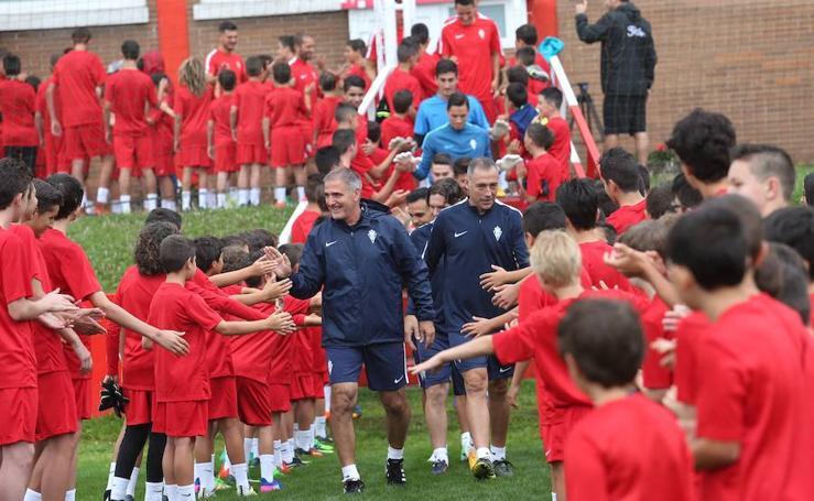 El Sporting ya entrena a las órdenes de Paco Herrera