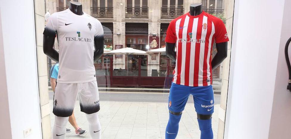 La afición del Sporting estrena la nueva camiseta