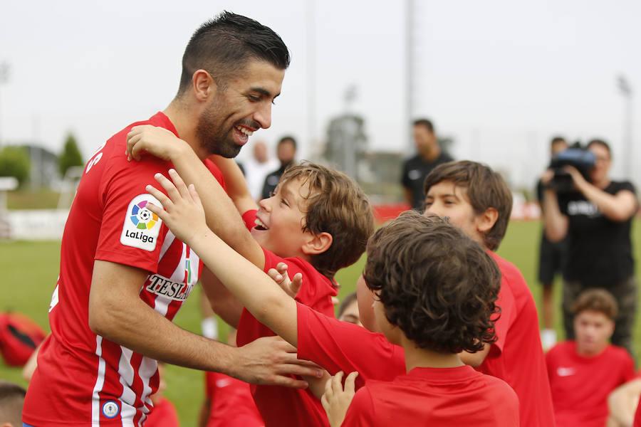 Presentación de Michael Santos como nuevo jugador del Sporting