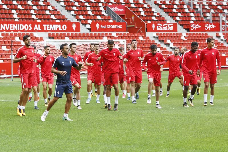 El Sporting entrena en El Molinón