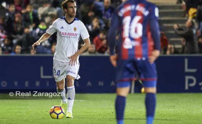 El defensa vasco Mikel González no estará el domingo en El Molinón