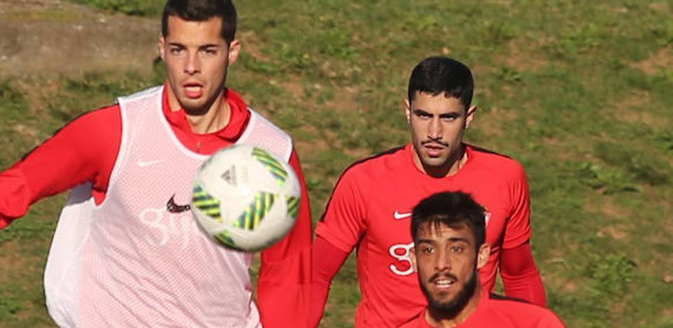 Sporting   El defensa del filial Víctor Ruiz, novedad en la sesión