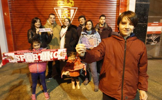 Aficionados rojiblancos se hacen socios del Lugo para ver al Sporting