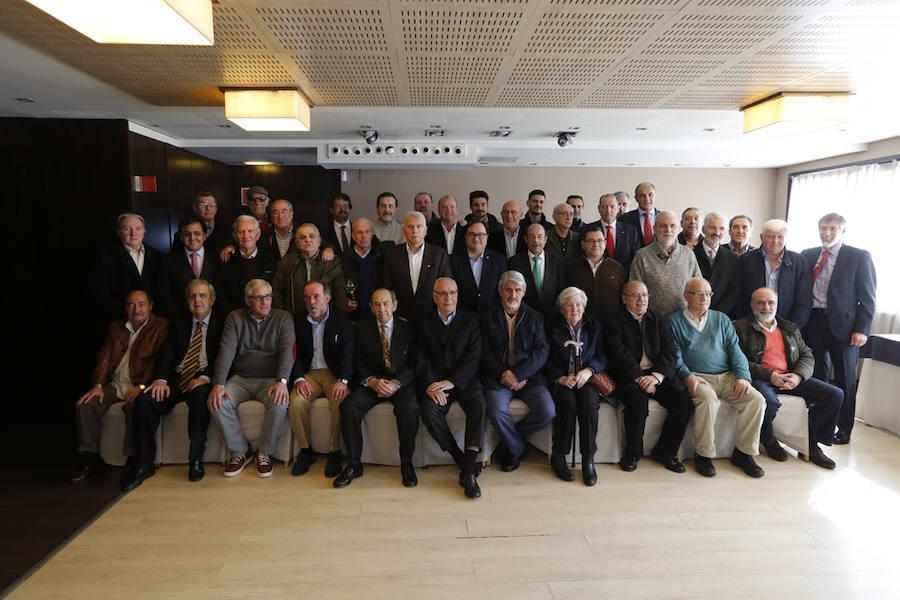 Distinciones a los socios que hacen 50 años con el Sporting