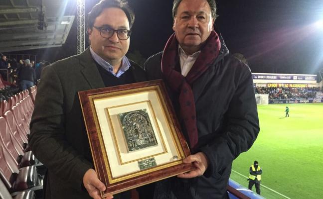 El Huesca se suma a los homenajes a Quini