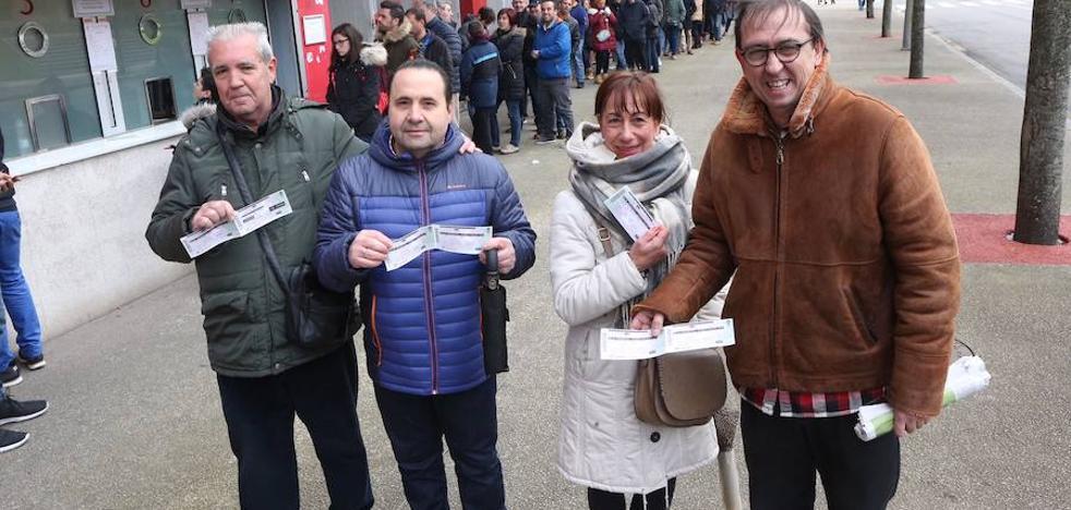 Colas en El Molinón para hacerse con entradas para el duelo del Sporting ante el Rayo