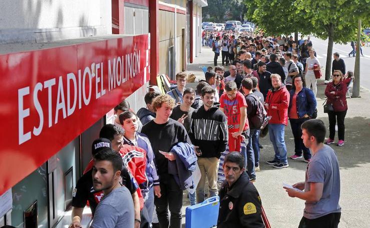 Los aficionados rodean El Molinón para conseguir una entrada