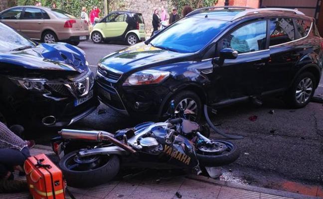 Herido un motorista en un aparatoso accidente en la avenida del Mar