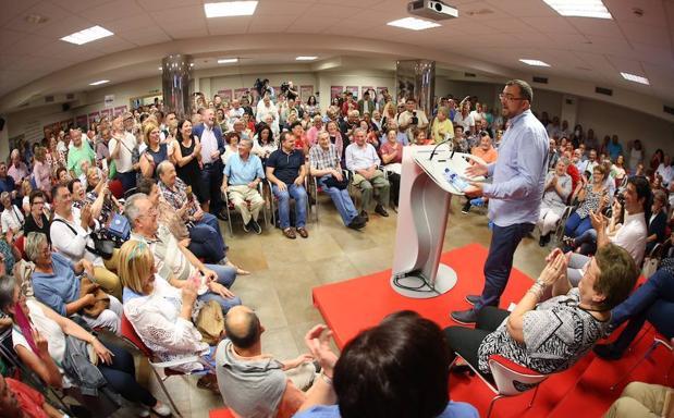 Adrián Barbón presenta su candidatura en la Casa del Pueblo de Gijón.