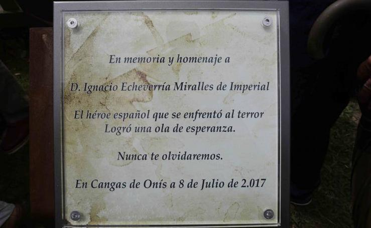 Homenaje a Ignacio Echevarría en Cangas de Onís