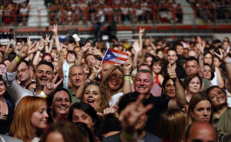 Luis Fonsi deleita en Gijón