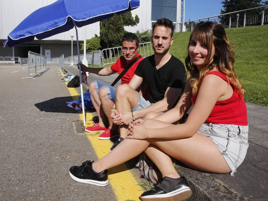 Los fans de Luis Fonsi hacen ya cola en Gijón