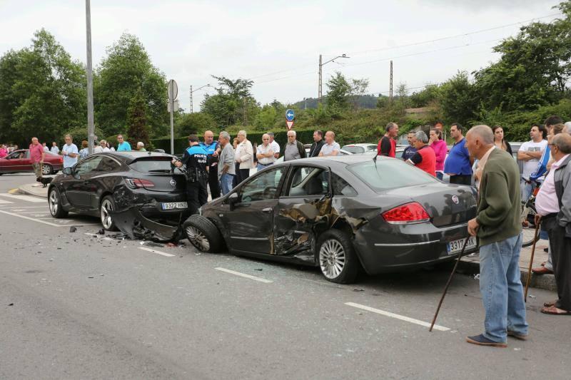 Espectacular accidente en La Calzada