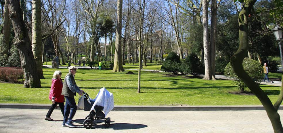 Un 'sospechoso' paquete de toallitas obliga a cortar el acceso al Parque San Francisco de Oviedo
