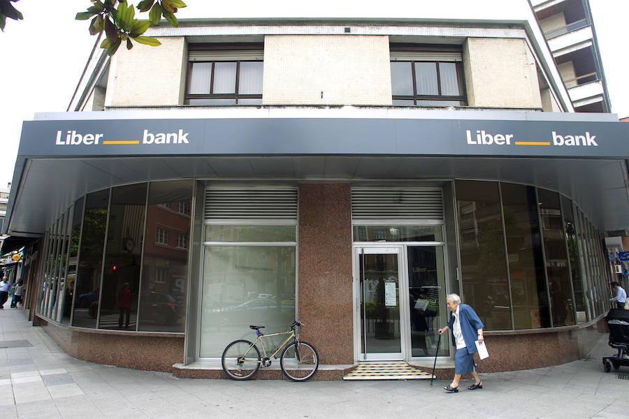 Liberbank remonta hasta rozar el euro por acción con la prórroga del blindaje