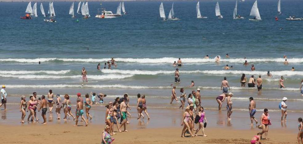 Asturias disfruta del calor pero sin achicharrase