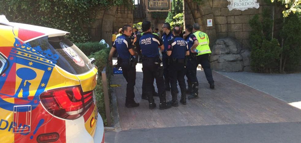 33 heridos al chocar dos convoyes en una montaña rusa en Madrid