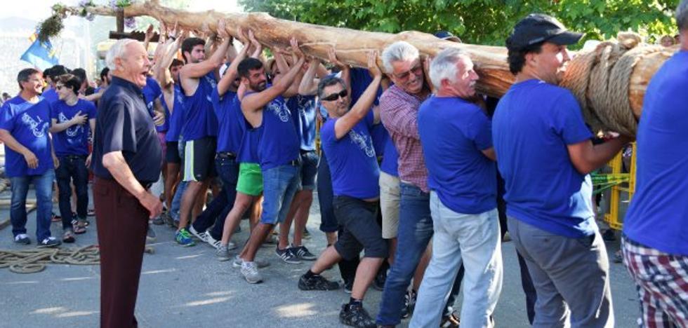 Celorio planta una hoguera de 35 metros y 3.100 kilos