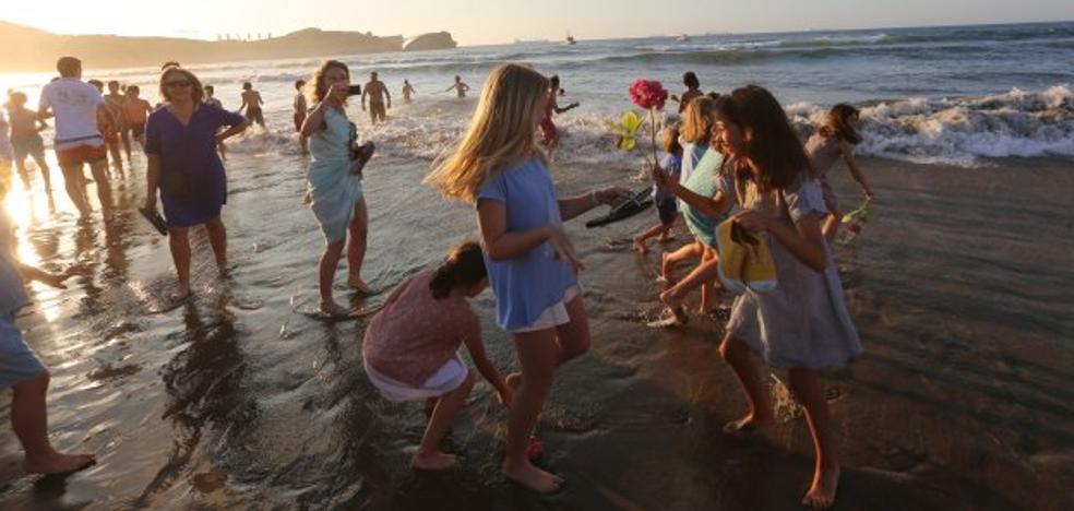 Rescatados seis bañistas en dos horas de la playa de Salinas