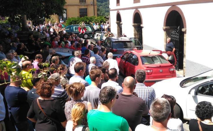 Multitudinario adiós a Jesús, de 13 años, fallecido en un accidente en Valdés