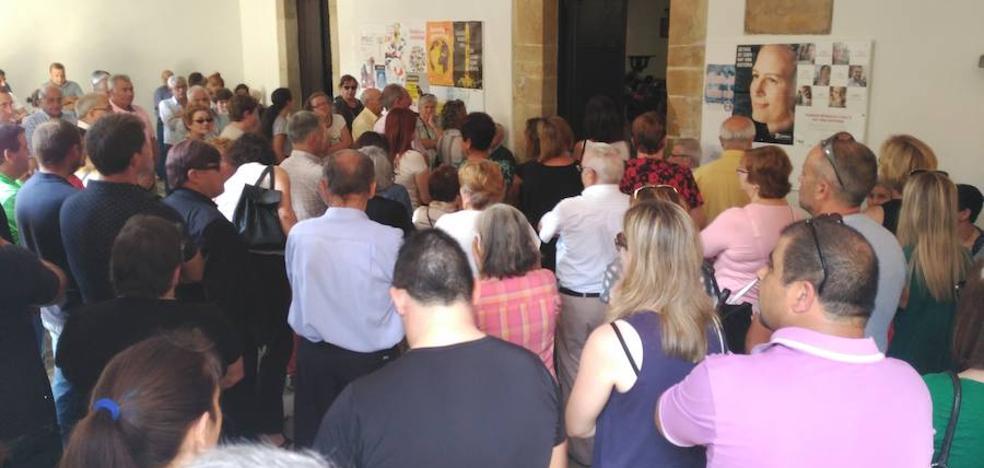 Cientos de personas arropan a la familia del pequeño Jesús en su funeral