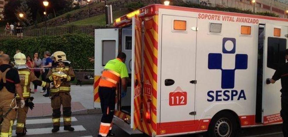 Un motorista herido grave tras chocar con un coche en Oviedo