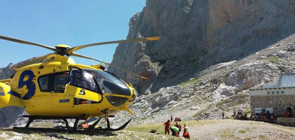 Rescatan a un montañero que cayó mientras escalaba el pico Urriellu