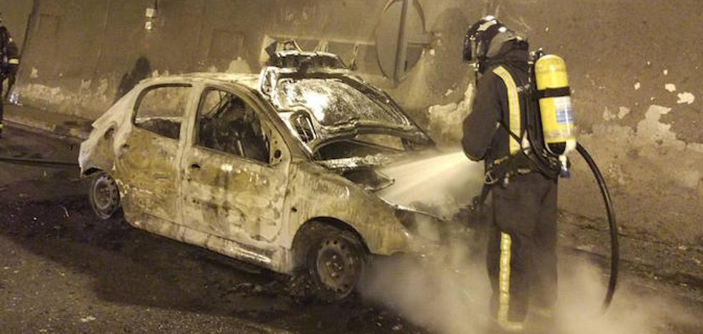 El incendio de un coche en un túnel corta la autopista del Huerna durante una hora