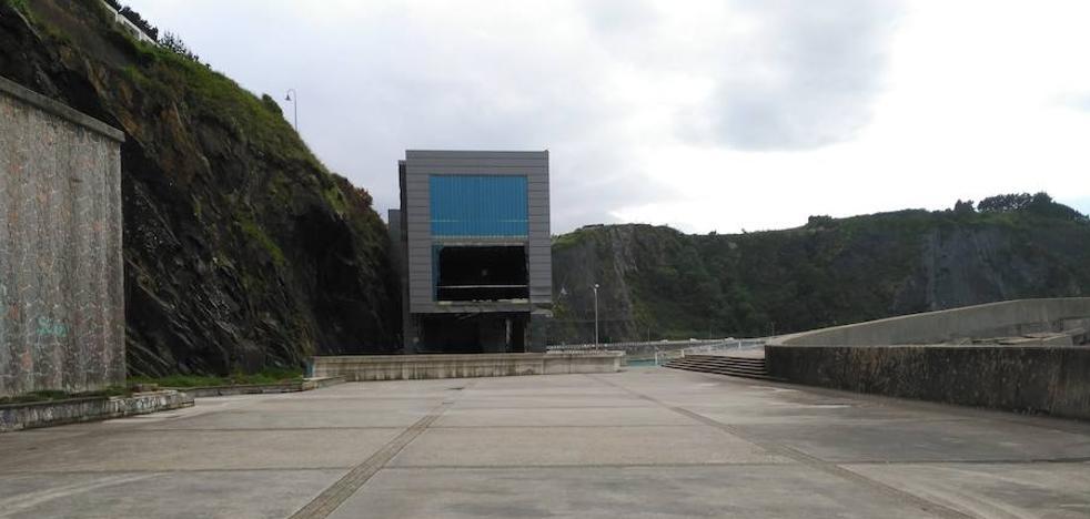 Luarca quiere habilitar 60 plazas de aparcamiento en el Muelle Nuevo