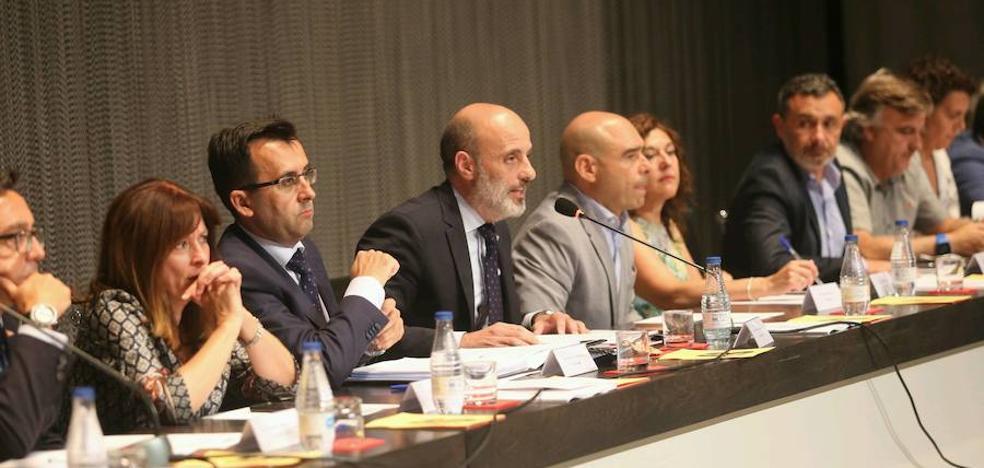«Lo razonable y coherente es dotar de estabilidad al Grupo», dice su secretario
